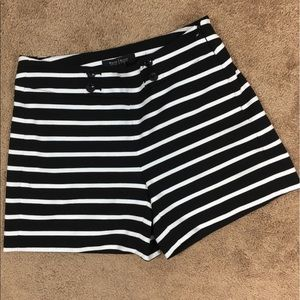 WHBM Women's Striped Shorts Size 00 Button Détail
